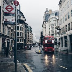 My second love, London. The grey city with all the skyscraper. City Of London, London Eye, London Rain, Oh The Places You'll Go, Places To Travel, Places To Visit, London Instagram, Jolie Photo, London Calling
