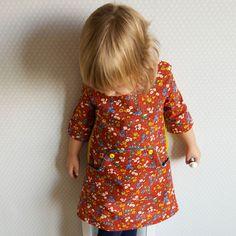 """Give-Away bei Klimperklein: Supersüßes Schürzenkleidchen mit Bauchtasche für kleine Sachensucherinnen - """"Louisa"""" von Compagnie M"""