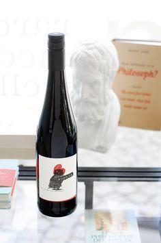 """Der zweite Wein aus dem Hause Weigand, eine wilde Domina. Und als """"Herrin des Hauses"""" konnte sie nur Sophia heißen - wohl bekomms!"""