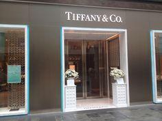 Tiffany's Store, Singapore Tiffany Store, Singapore City, Lighthouse, Mirror, Luxury, Home Decor, Bell Rock Lighthouse, Light House, Decoration Home