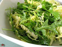 SOSCuisine: Salade de chou et roquette Le goût un peu piquant de la #roquette s'accompagne bien à celui vaguement sucré du #chou.