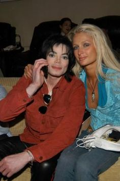 """MJ and Paris Hilton at the Robert Evans house to celebrate the lauch of Brett Ratner's book """"Hilhaven Lodge"""" Beverly Hills May 30 2003"""
