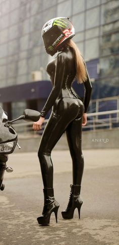 Eva... Biker in latex... @rt&misi@.