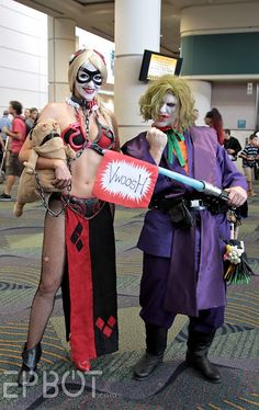 STAR WARS CELEBRATION'S COSPLAY: Joker Jedi & Harley Quinn Leia.  They were actually really cool to see :)