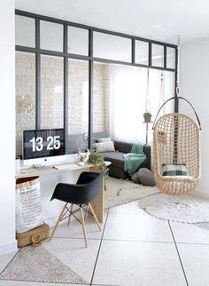 Une verrière intérieur pour créer un coin salon et un coin bureau. #verriere #interieur #RHINOV #blog #cosy