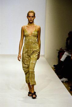 Prada Spring 1996 Ready-to-Wear Fashion Show - Amber Valletta