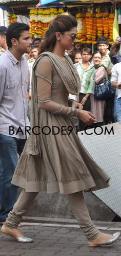 Deepika Padkune in a grey CKD visiting Siddhivinayak Temple Indian Suits, Indian Attire, Indian Wear, India Fashion, Asian Fashion, Punk Fashion, Lolita Fashion, Pakistani Dresses, Indian Dresses