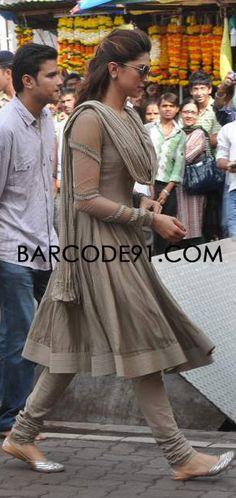 http://www.barcode91.com/ Deepika Padkune in a grey CKD visiting Siddhivinayak Temple