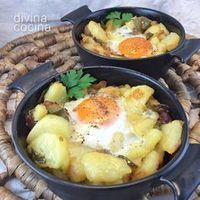 Eggs with baked potatoes - Huevos con patatas al horno - Divina Cocina Egg Recipes, Potato Recipes, Cooking Recipes, Vegetarian Recipes, Healthy Recipes, Good Food, Yummy Food, Omelettes, Tortillas