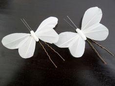 2 épingles à chignon Papillon plume blanc : Accessoires coiffure par lolit-artcreation