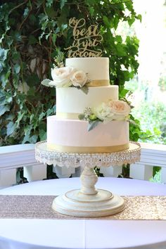 Blush pink and gold buttercream wedding cake by Sablée!