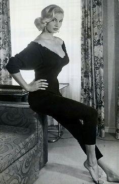e m m a- adams - Anita Ekberg Hollywood Glamour Photography, Old Hollywood Glamour, Vintage Glamour, Vintage Hollywood, Classic Hollywood, Anita Ekberg, Classic Actresses, Hollywood Actresses, Viejo Hollywood