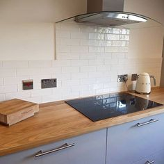 TINTE BLANCO GLOSS Interior Walls, Kitchen Interior, New Kitchen, Kitchen Ideas, Kitchen Decor, Brick Bonds, Metro Tiles, Muted Colors, Tile Design