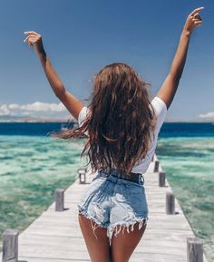 Total summer vibes and vacation mode – girl photoshoot Beach Photography Poses, Beach Poses, Summer Photography, Pinterest Photography, Video Photography, Landscape Photography, Insta Photo Ideas, Holiday Pictures, Summer Pictures