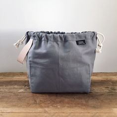 The Field Bag by Fringe Supply Co is designed to stand up, with a wide-open mouth. There is ample room for your yarn and knitting. And there are pockets! On one interior wall is a panel divided into o
