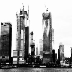 That which is #classic is never forgotten.  #empirestatebuilding behind #hudsonyards . #NYC in #BW