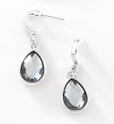 fd866b10fff8 Hermosa y radiante con estos aretes con cristales azul transparente. Modelo  415103.