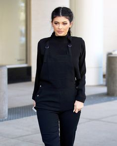 All black in Kylie Jenner