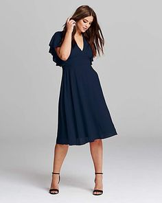adf767689fb27b Discover our popular range of plus size dresses perfect for any occasion.  Midi