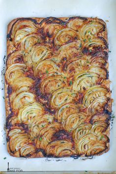 A tender pastry crust topped with sweet roasted onions and just a hint of herbs make this French onion tart a party favorite A sprinkle of thyme and a handful of gruyere pair deliciously with caramelized onions - pizza Casserole Recipes, Crockpot Recipes, Cooking Recipes, Healthy Recipes, Chicken Casserole, Chef Recipes, Sausage Recipes, Cooking Ideas, Soup Recipes
