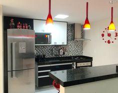 Cozinha americana pequena branco e preto vermelho