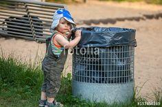 """Laden Sie das lizenzfreie Foto """"Müllmann"""" von Photocreatief zum günstigen Preis auf Fotolia.com herunter. Stöbern Sie in unserer Bilddatenbank und finden Sie schnell das perfekte Stockfoto für Ihr Marketing-Projekt!"""
