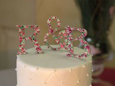Couples Monogram crystal cake topper -repinned by http://dazzlemeelegant.com