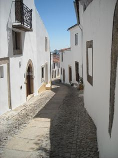 Park your car outside the walls and discover the village of Marvao on foot #Marvao #Alentejo #Portugal