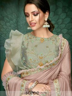 Net Style designer Latest Blouse Designs 2019 Best For Saree, we mostly bring Indian outfits because they have special place just not in Asia, all over the world. Netted Blouse Designs, Saree Blouse Neck Designs, Fancy Blouse Designs, Saree Blouse Patterns, Designer Blouse Patterns, Bridal Blouse Designs, Latest Blouse Patterns, Dress Designs, Trendy Sarees