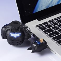 The Dark Knight Batman Bust USB   I want!