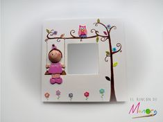 Espejo con fofucha mini-yo Quilling, Ikea Mirror, Quilled Paper Art, Small Mirrors, Doll Crafts, Scrapbook, Clay Art, Painting On Wood, Picture Frames