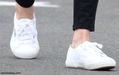 normal girl Kate in white Superga 'Cotu' sneakers Catherine The Great, Normal Girl, Plimsolls, Princess Kate, Royal Fashion, Royal Style, My Style, Zara Black, White Sneakers