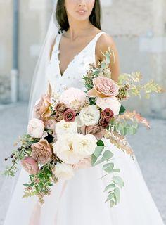 Ethereal France Destination Wedding at Chateau de Varennes Spring Wedding Flowers, Bridal Flowers, Flower Bouquet Wedding, Floral Wedding, Wedding Colors, Rose Bouquet, Bridal Bouquets, Flower Bouquets, Purple Bouquets