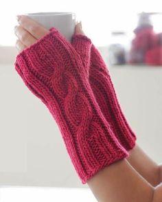 Sembra che quest'anno i guanti senza dita vadano di gran moda! Ne ho trovati diversi modelli free su Ravelry e su qualche blog in giro, e sono così carini (e super veloci da fare!) che…