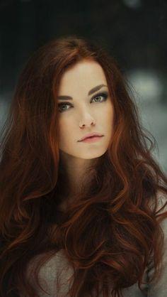 la plus belle couleur de cheveux - caramel, tendance, femme aux yeux bleus