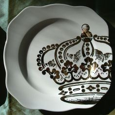 Inspiration for sharpie art on plates... Would love to do this at a painted pottery store.