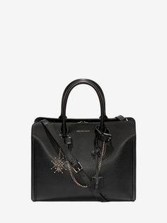 Acquista Tote Bag Heroine Aperta Con Catena e Medaglione da Donna sull'online store ufficiale dell'iconico designer Alexander McQueen.