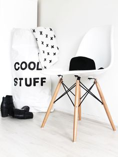 Cool stuff//white paper bag hand painted, storage or toys, books, teddybears. Interior Styling, Interior Decorating, Interior Design, Eames, Black And White Design, Painted Doors, Fashion Room, Home Decor Inspiration, Home And Living