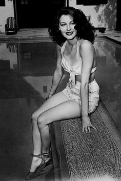 Ava Gardner Old Hollywood Black White Swimsuit Hollywood Vintage, Star Hollywood, Hollywood Icons, Old Hollywood Glamour, Golden Age Of Hollywood, Hollywood Actresses, Classic Hollywood, Actors & Actresses, Hollywood Divas