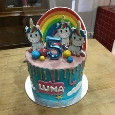 Tarta buttercream con dripp rosa y unicornios. Cupcakes, Birthday Cake, Desserts, Pink, Fondant Cakes, Lolly Cake, Candy Stations, Cookies, One Year Birthday