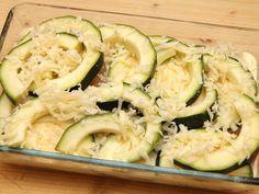 Mennyei Cukkinis csirke villámgyorsan recept! Egyszerű, finom és laktató! Ez a cukkinis rakott csirke! Próbáld ki te is! Zucchini, Gluten, Vegan, Vegetables, Healthy, Recipes, Food, Anna, Recipies