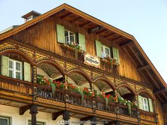 a home in Bavaria, perhaps not on as grand a scale as this.but isn't it so lovely? ( photo from www.