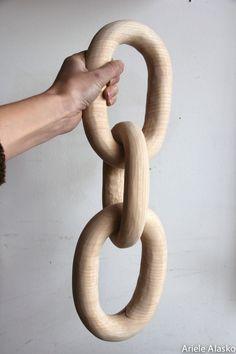 Coup de coeur pour le travail d'Ariele Alasko Carved Wood Chain
