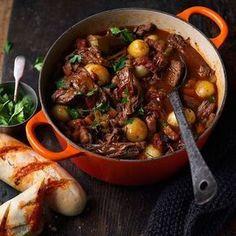 """Laga """"pulled"""" högrev i italienskt stil Slow Cooker Desserts, Slow Cooker Recipes, Beef Recipes, Cooking Recipes, Slow Cooking, Crockpot Meals, Vegan Recipes, Slow Cook Beef Stew, Vegan Meal Prep"""