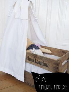 ber ideen zu puppenbett auf pinterest puppentrage puppenstube und puppenhausm bel. Black Bedroom Furniture Sets. Home Design Ideas