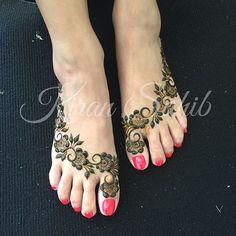 "1,298 gilla-markeringar, 35 kommentarer - Kiran Sahib Mehndi Artist (@kiransahib_henna) på Instagram: ""Gulf inspired Bridal feet for Reena... Excuse the slightly grubby carpet, they were in the process…"""