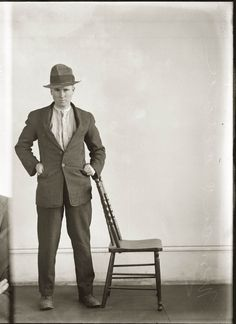 Between 1910 and a series of 2500 'special photographs' were taken by the New South Wales Police Department. As curator Peter Doyle of the Justice & Police Museum in Sy… Old Pictures, Old Photos, Vintage Photographs, Vintage Photos, Thing 1, New South, Mug Shots, 1920s, Mugs