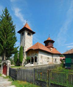 """Biserica """"Sf. Împărați"""" (1940), Strada Podu Cheii 150, sat Podu Dâmboviței; comuna Dâmbovicioara"""