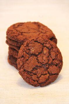 Aujourd'hui, je vous propose des petits cookies rapides à faire et ultra bons à base d'un des ingrédients les plus diabolisés de notre époque : le Nutella! On le sait tous, l'huile de palme c'est mal, et le Nutella c'est donc le mal enrobé de noisettes et de chocolat pour nous séduire ! via GIPHY…