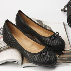 2016 New European And American Fashion Work Shoes Round Braided Bow Flat Shoes Boat Shoes Scoop Shoes Large Size Shoes 35-41